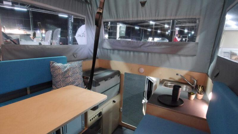 Unsere aktuelle Innenraumvariante mit einer Mischung aus Holz, Farben und Oberflächen - robust und wohnlich in einem